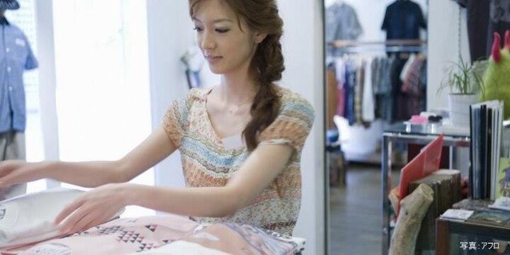 「店の服を買わないと働けない」アパレル店員が嘆く「自腹ルール」は法的に問題あり?