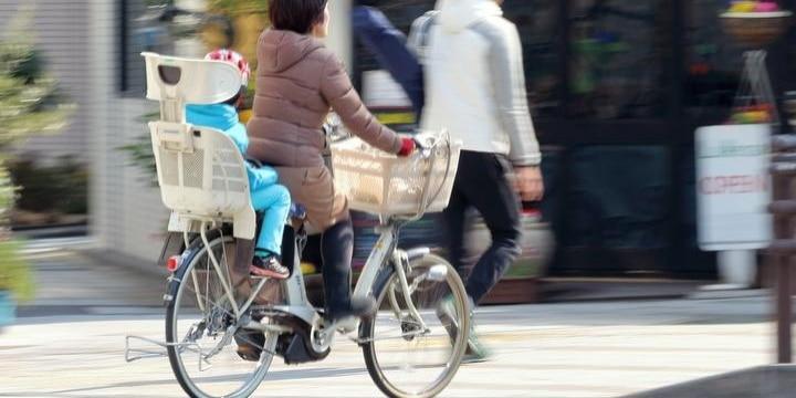 【経産省】電動アシスト付ベビーカーは「軽車両」…車道を通行し、警音器を設置 グレーゾーン解消 [無断転載禁止]©2ch.netYouTube動画>2本 ->画像>76枚