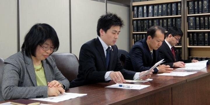 「難民審査の事情聴取」で書類を投げられたケースも・・・弁護士会が難民申請者を調査