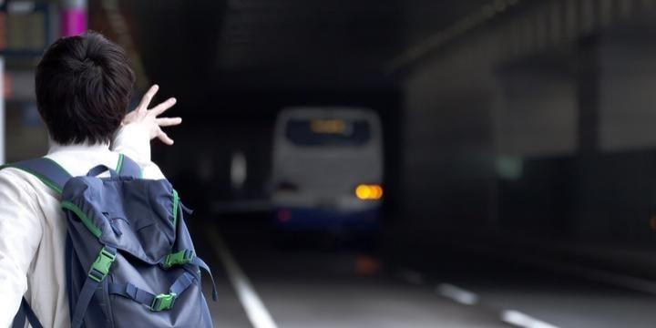 「高速バス」SA休憩で戻ってこない客を置き去りにして発車…問題ないのか?