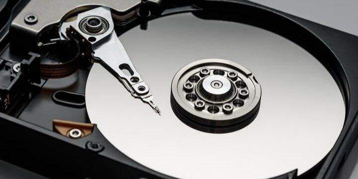 廃棄依頼した「ハードディスク」がネットで売られ、生徒の氏名流出…法的責任は?