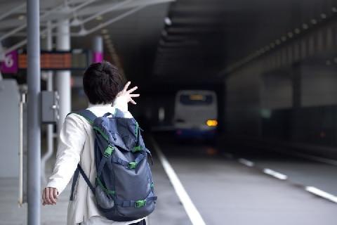 停留所でバスを待っていたのにそのまま通過された…損害賠償請求は可能か?