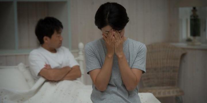 無理やり起こされ、泣いても「夫婦の営み」強要…完全にDV、犯罪になる可能性も