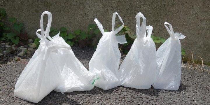 道路に「排せつ物」入りビニール袋1000個超を捨てて逮捕、男性が問われた罪は?