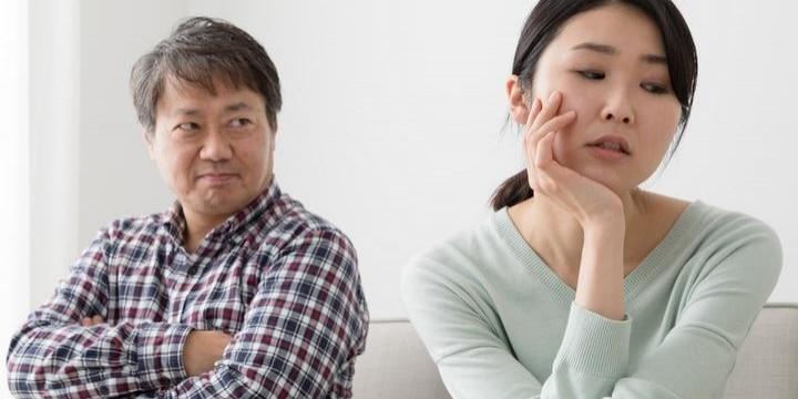 生活費を家に1円も入れない父に、家族は呆れ顔…どうやったら追い出せるのか